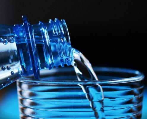 bajar de peso tomando agua