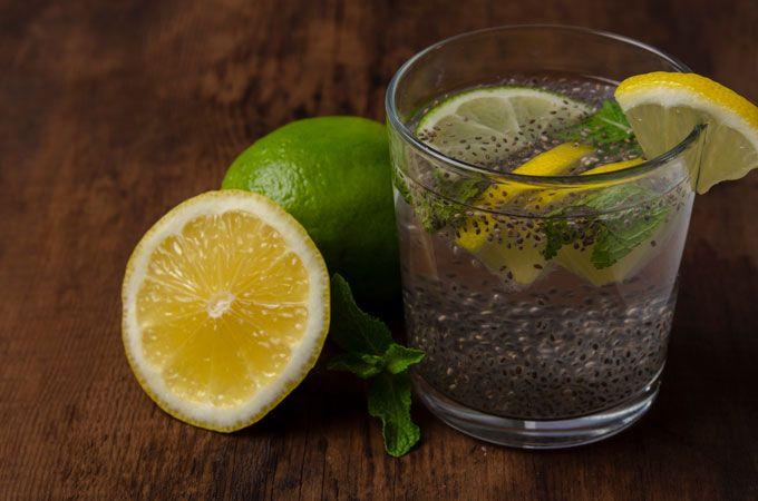 Agua de limón, chia y menta