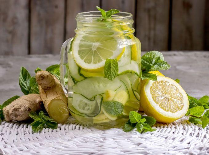 Agua de limón con jengibre